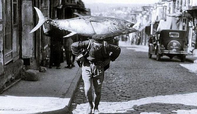 Image of A fisherman in Istanbul, Turkey (1930)